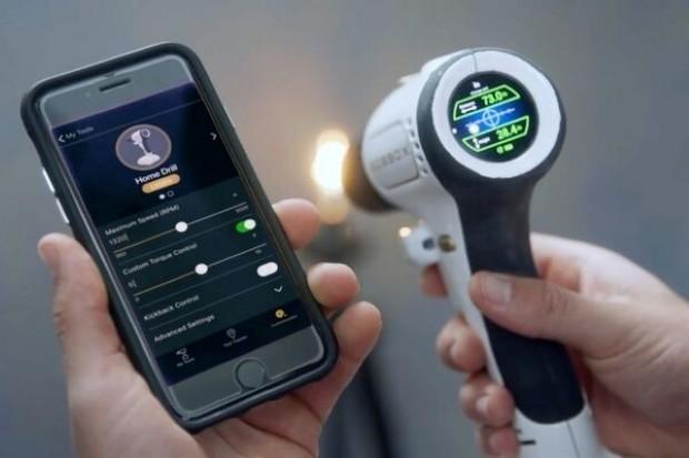 Високотехнолошка дупчалка со ласер и екран на допир