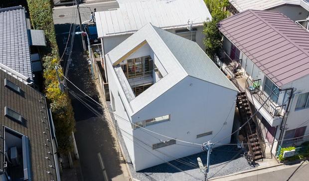 Во Токио куќа без кров над дневната соба