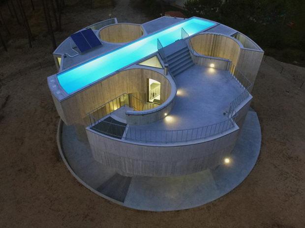 Бетонска куќа во форма на детелина со три листа