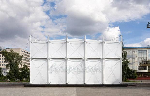 """Кино во """"превртен"""" бедуински шатор во Москва"""