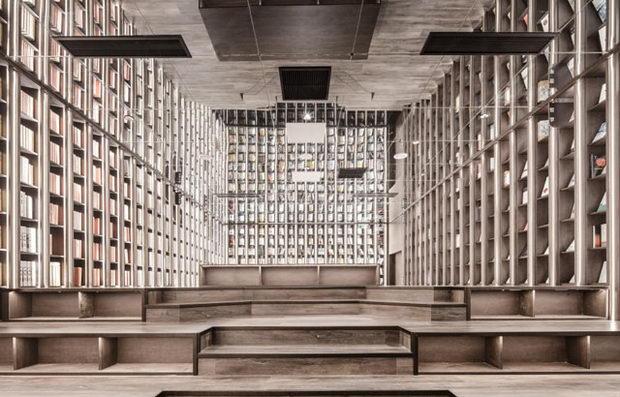 Надреална книжарница што си игра со просторот