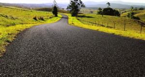 Изградба на патишта од градежен отпад и гуми