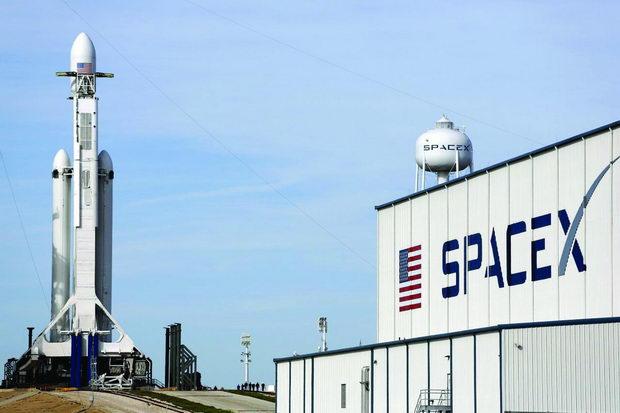 space x - prvata privatna kompanija so vselenska programa