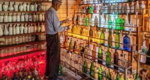 Старец собира шишиња од море и ги изложува во музеј (Видео)