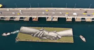 Француски уметник во име на единството со огромна слика во Истанбул