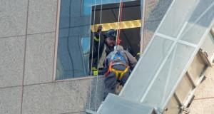Драма на Менхетн, спасување работници како во акционен филм (видео)