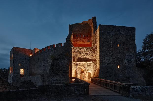 Ново кое го почитува старото: Реконструкција на чешки замок од 14. век