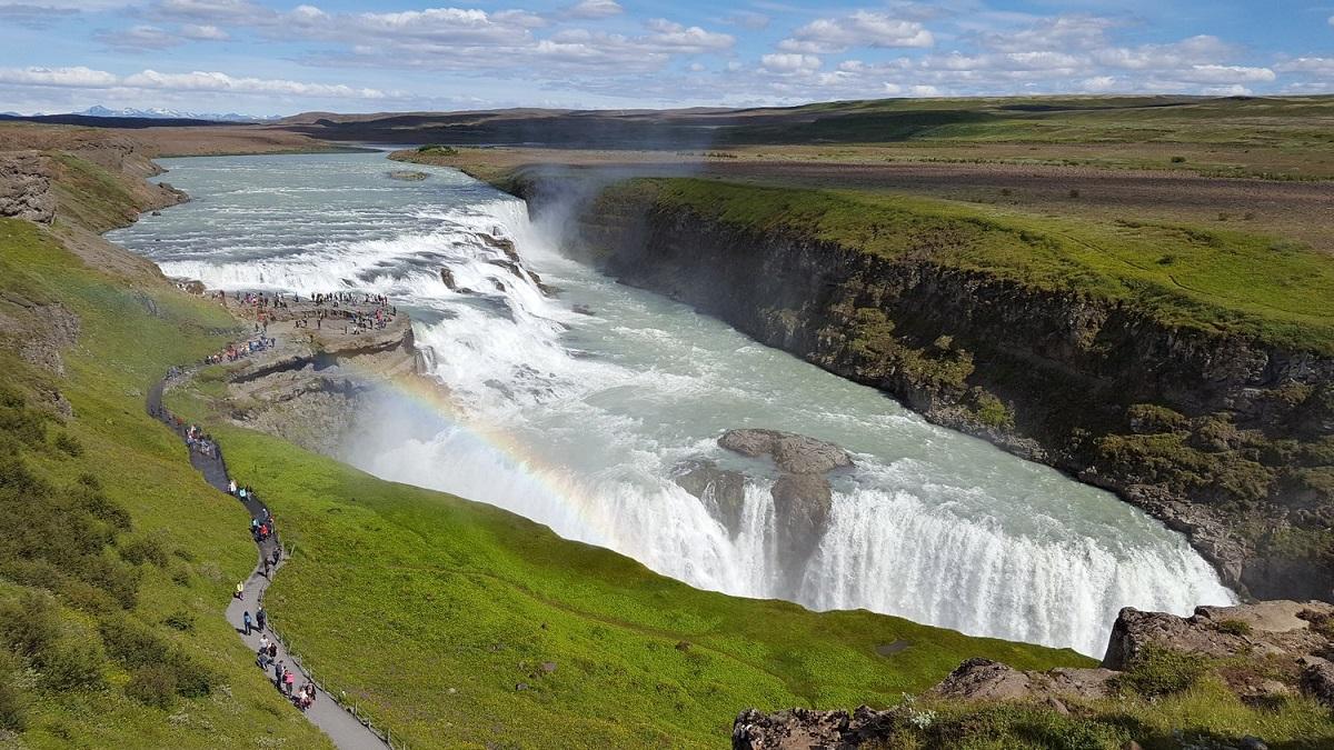Исланд ја користи пандемијата за подобрување на патиштата, парковите и популарните места
