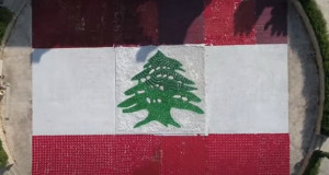 Либанска уметница направи најголемо знаме од рециклирани материјали (видео)