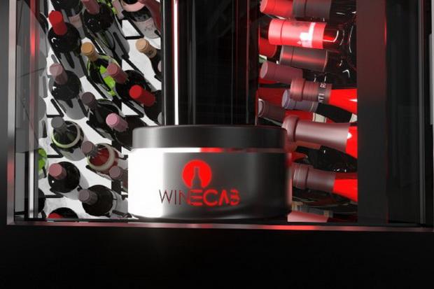 WineCab на команда сервира разладен Dom Pérignon