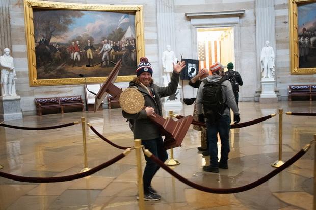 Оштетени уметнички дела во зградата на Капитол