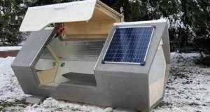 Капсули за спиење со соларно напојување – сместување за бездомници