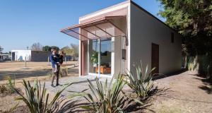 Мала монтажна куќа направена од бетон и челик која се поставува за еден ден