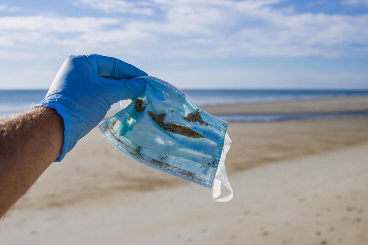 Минатата година 1,56 милијарди маски завршиле во океаните