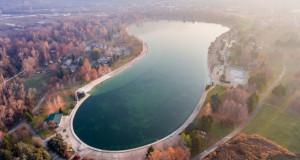 """Општина Сарај ќе ги урива приколките на """"Езеро Треска"""", изградени од самопридонес на скопјани"""