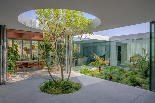 """Половина куќа, половина градина – """"Villa Fifty-Fifty"""""""