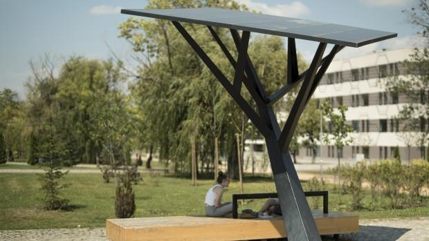 Белград: Паметни клупи кои мерат температура и бучава
