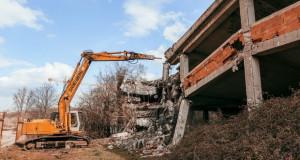 Општина Центар урива објект под Калето (видео)