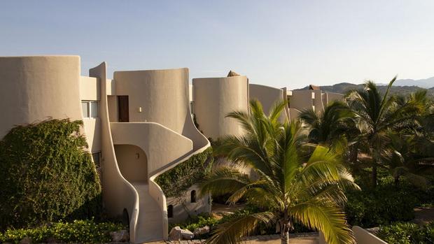 Комплексот Punta Majahua на спектакуларно парче земја на брегот на Мексико