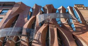 """Уникатната фасада на """"Неисториска градска куќа"""" во Њујорк"""