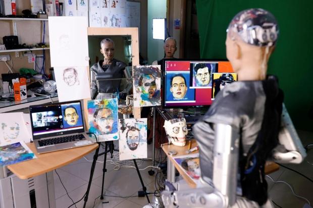 Роботот уметник создаде дигитално дело кое се продаде за 688.888 долари (видео)