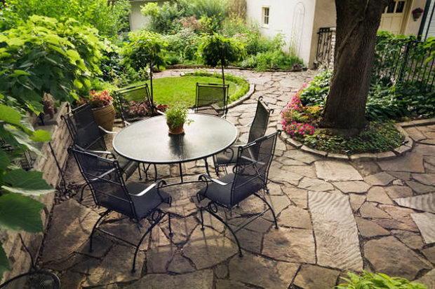 Пет начини малата градина да се направи поголема