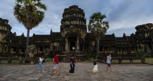 """""""Исчезнати души"""": САД во Камбоџа враќаат украдени антиквитети"""
