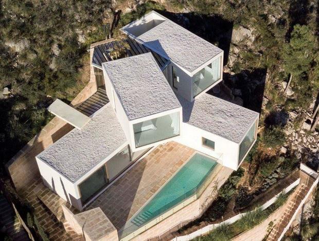 Медитеранска куќа како скулптура на современа уметност