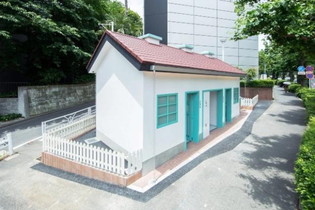 Јавен тоалет во Токио како мала куќа
