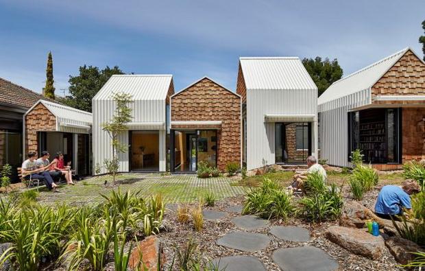 Дом во кој се спојуваат заедницата, уметноста и природата