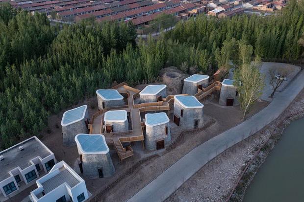 """Хиперболични вертикални """"пештери"""" ги реинтерпретираат изворните домови"""