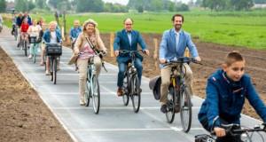 Во Холандија отворена најдолгата соларна велосипедска патека