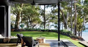 Куќа покрај плажа во Австралија се истакнува со нејзиниот модерен дизајн