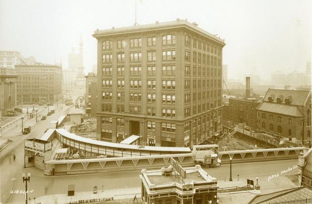 Како е ротирана зградата Indiana Bell заедно со станарите