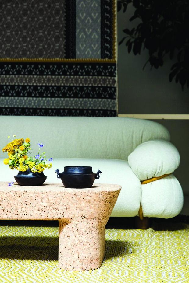 Accanta-tables-stools-Maddalena-Casadei-pretziada-dezeen-showroom_dezeen_2364_col_3-852x1278_resize