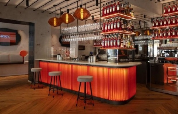 Аперол бар во Венеција