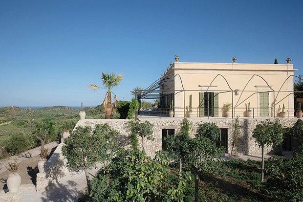 Италијанска традиција и париски дизајн на спектакуларна вила на Сицилија